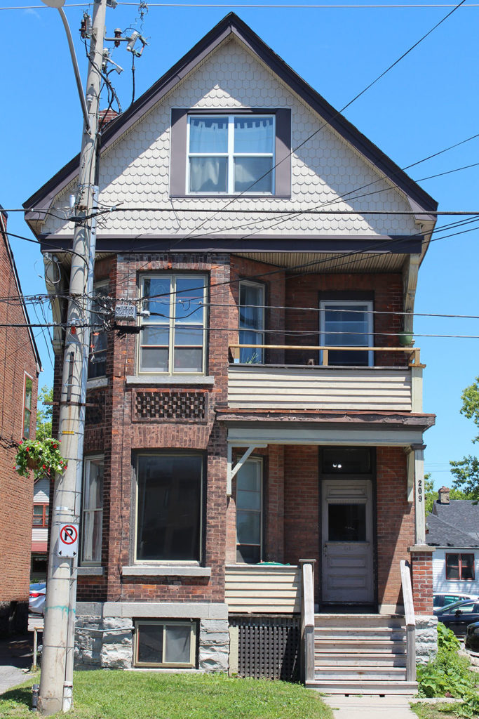 209 Queen St. Unit #2 – 2 Bedroom Unit – Available July 2019